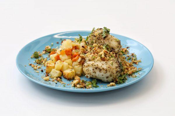Pescada assada em crosta de broa comida para Bebé Gourmet